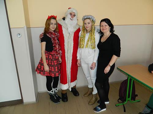 6. decembra navštívil našu školu Mikuláš so svojou družinou a rozdával  darčeky. Darčeky dostali žiaci aj učitelia 356b4d8dc06